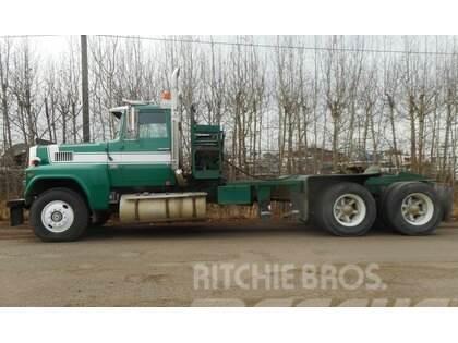 Ford LTL9000 Tandem Axle Winch Tractor