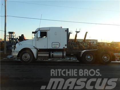 Freightliner Columbia 120 Tandem Axle Truck Tractor