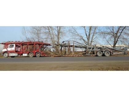 Freightliner FL122 Tandem Axle Open Car Hauler Truck