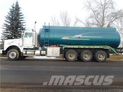 Freightliner FLD120SD 6639 GALLON TRI DRIVE WATER TRUCK