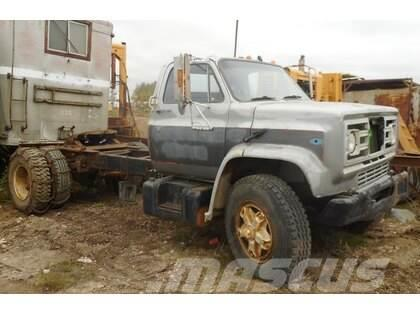 GMC Single Axle with 5th Wheel Tractor Truck