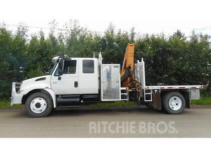 International 4300 S/A TRUCK W/ EFFER 954S BOOM