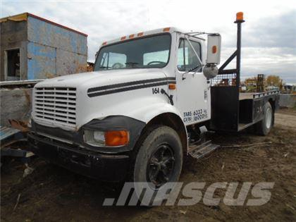 International 4600 FLATBED TRUCK