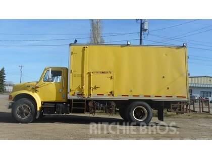 International 4700 Single Axle Sand Blast Truck