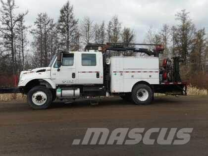 International 7300 DRW Service Crane Truck