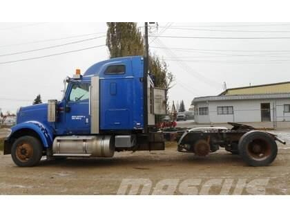 International 9900I Eagle Tandem Axle Sleeper Truck Tractor