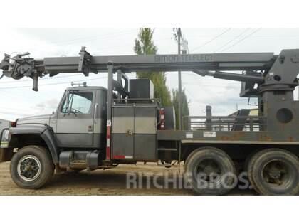 International F1954 Tandem Axle Truck with Digger Derrick