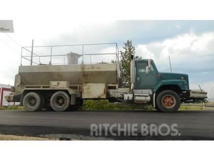 International Tandem Axle Concrete Spreader Truck