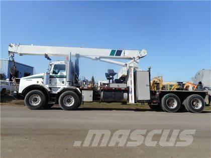 Kenworth T800 T/A T/A WITH NATIONAL 1169 BOOM TRUCK