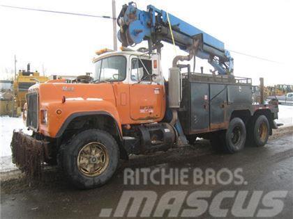 Mack RD688S T/A BOOM TRUCK