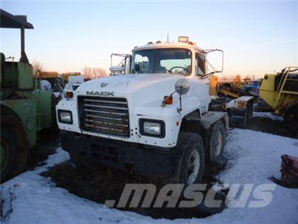 Mack RD688S TANDEM TANDEM CAB AND CHASSIS