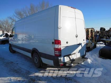 Mercedes-Benz 2500 SPRINTER CARGO VAN