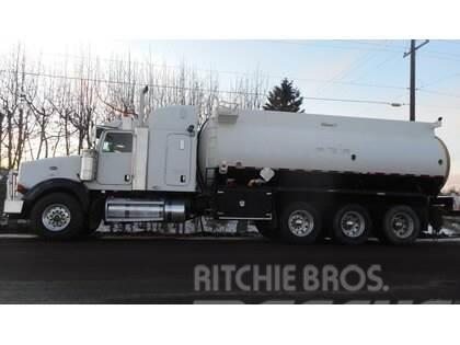 Peterbilt 378 Tri Axle Water Tank Truck