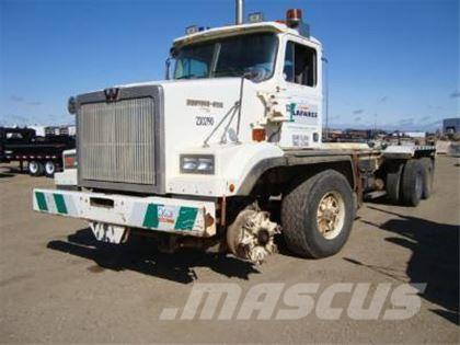Western Star 4884F Tandem/Tandem Cab and Chassis