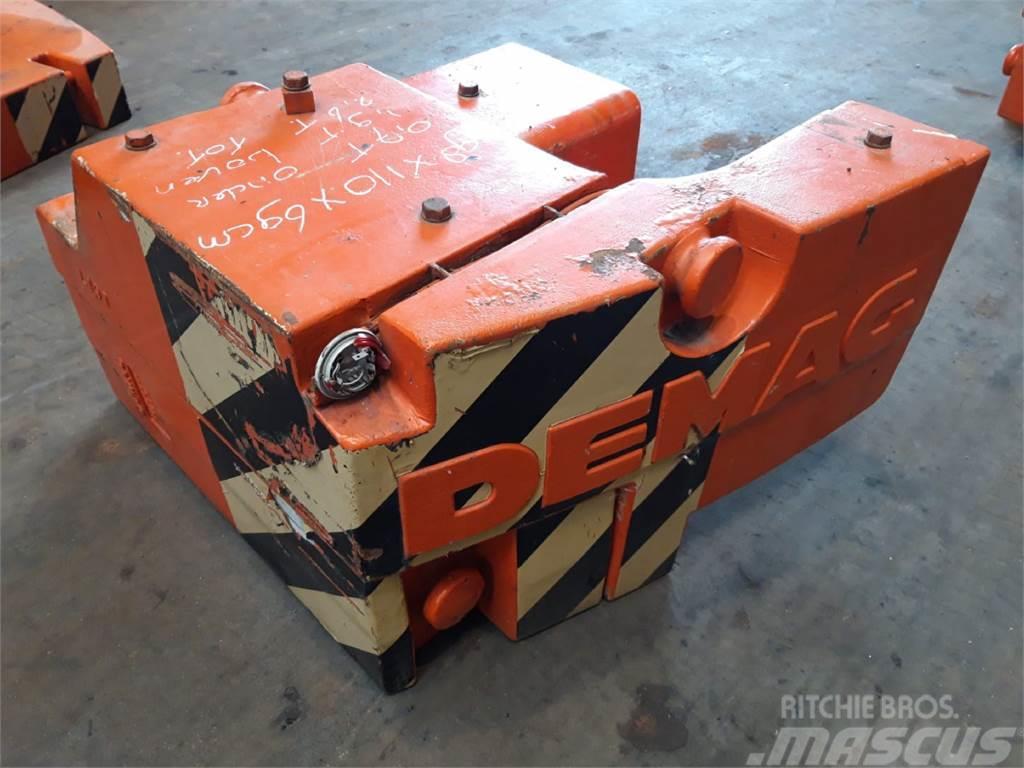 Terex Demag AC 205 2.6 ton counterweight(0.7+1.9 ton)