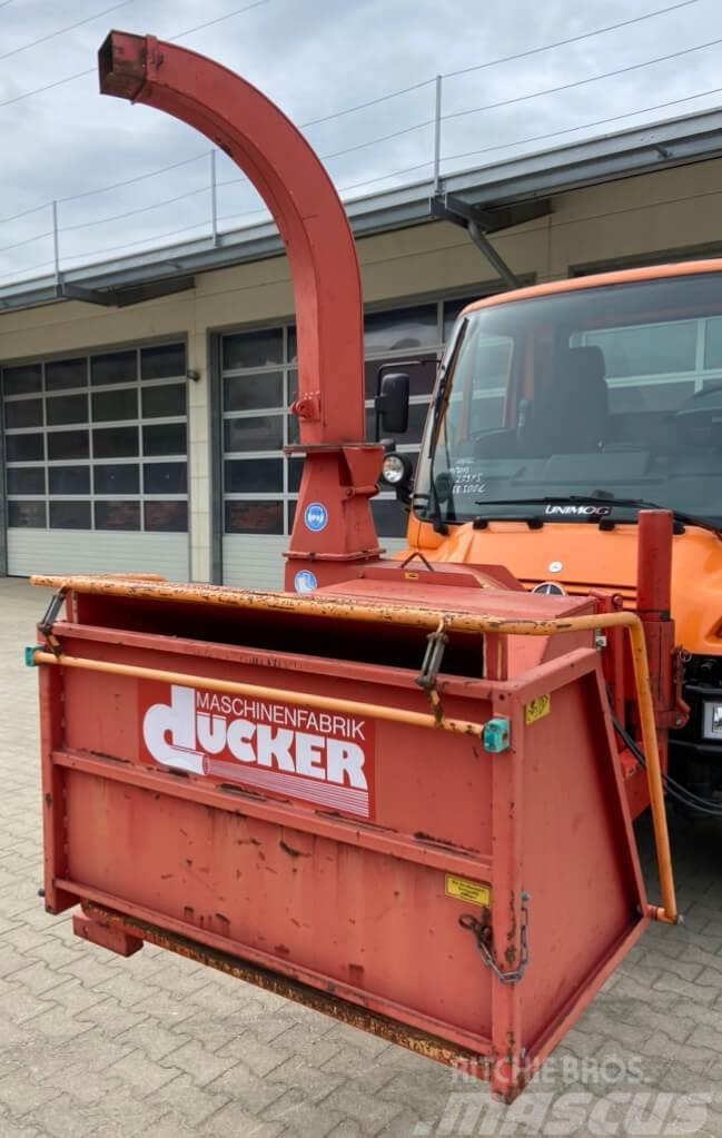 Unimog Frontanbau Häcksler Dücker HF250