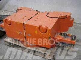 Demag AC 155 counterweight