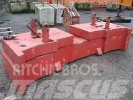 Demag HC 340 counterweight