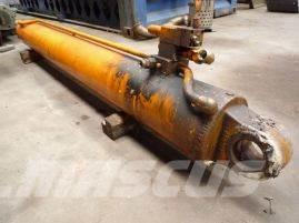 Faun ATF 30-2 boom cylinder