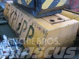 Krupp KMK 2025 counterweight