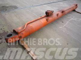 Krupp KMK 4070 boom cylinder