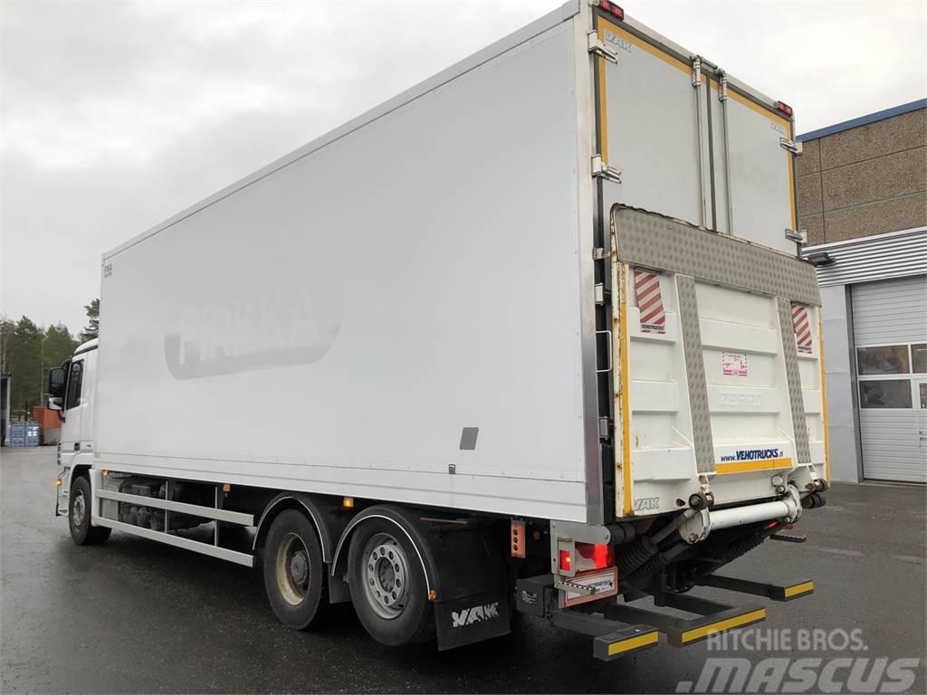 Used mercedes benz actros 2532l umpikori reefer trucks for 2012 mercedes benz truck