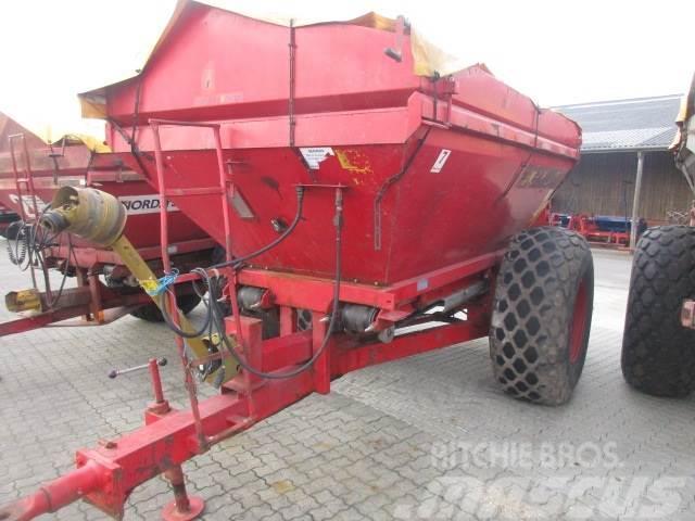 Bredal B6 bugseret m/overbygning og presenning