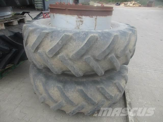 Goodyear 20.8 R38 m/ring og låse