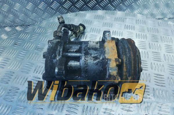 Deutz Air conditioning compressor Deutz TCD2015V08 EG7H1
