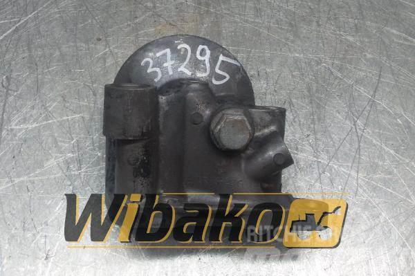 Isuzu Oil filter bracket Isuzu 6HK1 1RKS-286