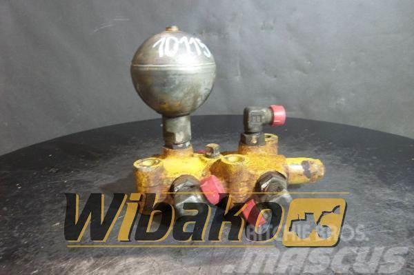 Komatsu Control valve Komatsu D65EX-12