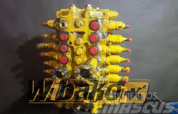 Komatsu Control valve Komatsu PC160-6K M/7