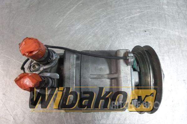 Komatsu Sprężarka klimatyzacji Komatsu SAA6D125E-3