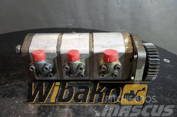 O&K Gear pump O&K 2244966R 11960048
