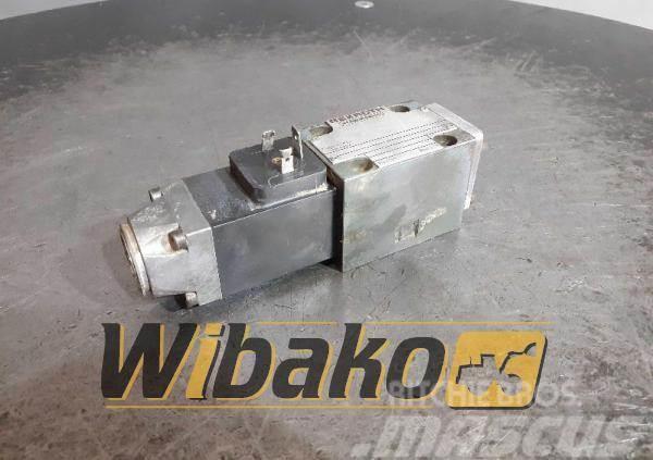 Rexroth Valves set Rexroth 4WE6C52/AG24NZ4 458055/1