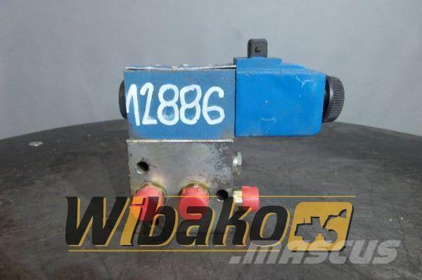 Vickers Valves set Vickers DG4V32ALMKUP4D3H760 E-1