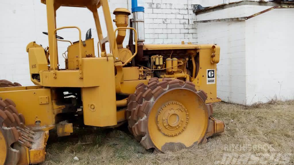Caterpillar 825B
